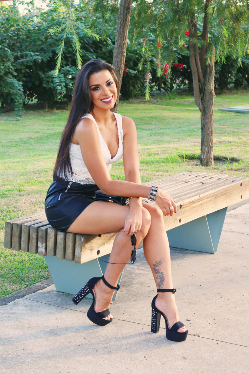 look_evelyn_regly_short_couro_cropped_branco