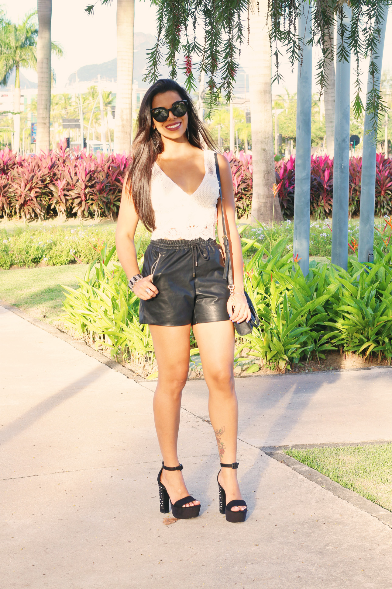 look_evelyn_regly_short_couro_cropped_branco_8