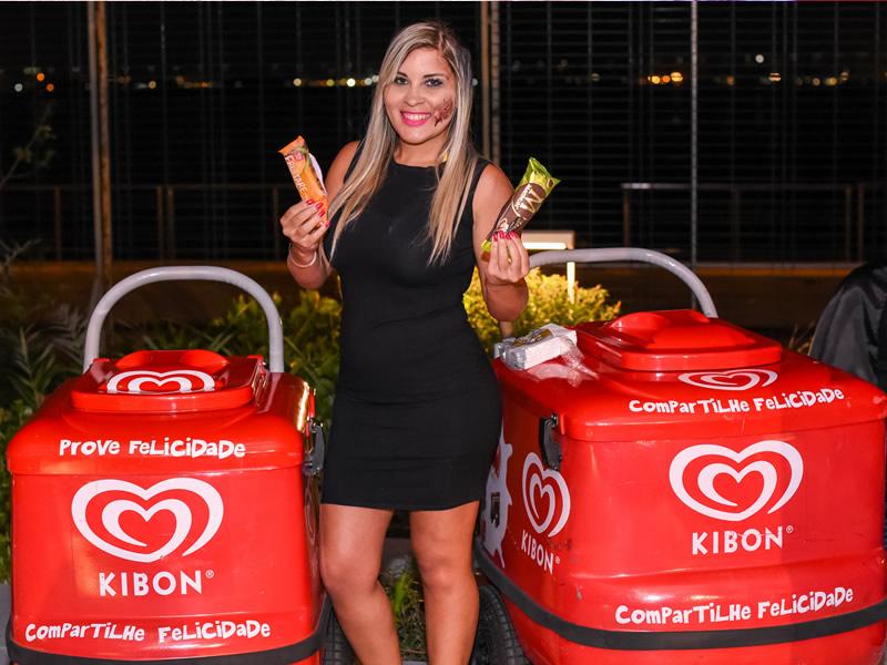 os sorvetes kibon estiveram na festa de 3 milhões de inscritos da evelyn regly. foi um sucesso!