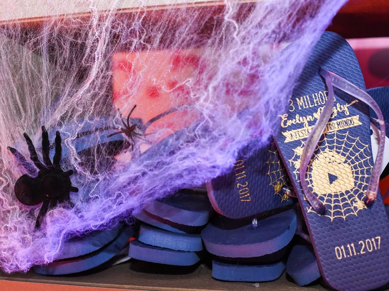 as sandálias já são uma tradição das festas da evelyn regly. Sempre produzidas pela FAVE BRINDES.