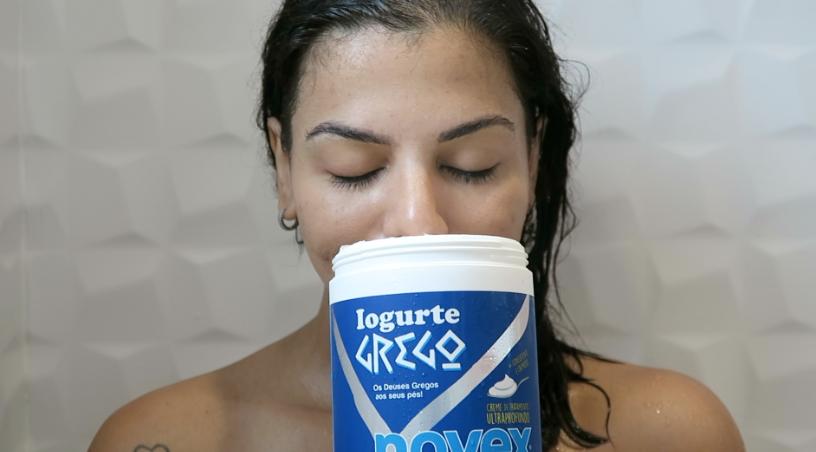 o aroma do novex iogurte grego da embelleze é marcante e deixa os cabelos cheirosos o dia todo
