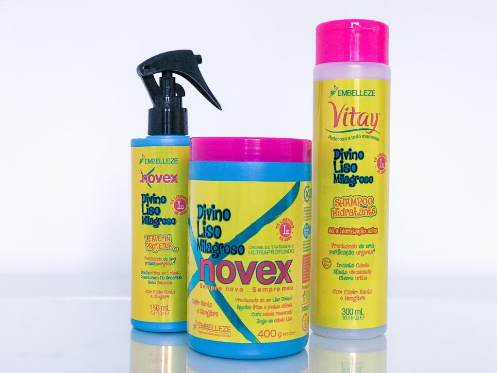 na ordem que aparece na imagem: leave-in protetor novex divino liso, creme de tratamento ultraprofundo novex divino liso e shampoo vitay divino liso. Todos lançamentos da Embelleze.