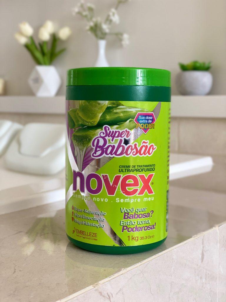 Embalagem de um quilo do creme de tratamento Novex Super Babosão da Embelleze.