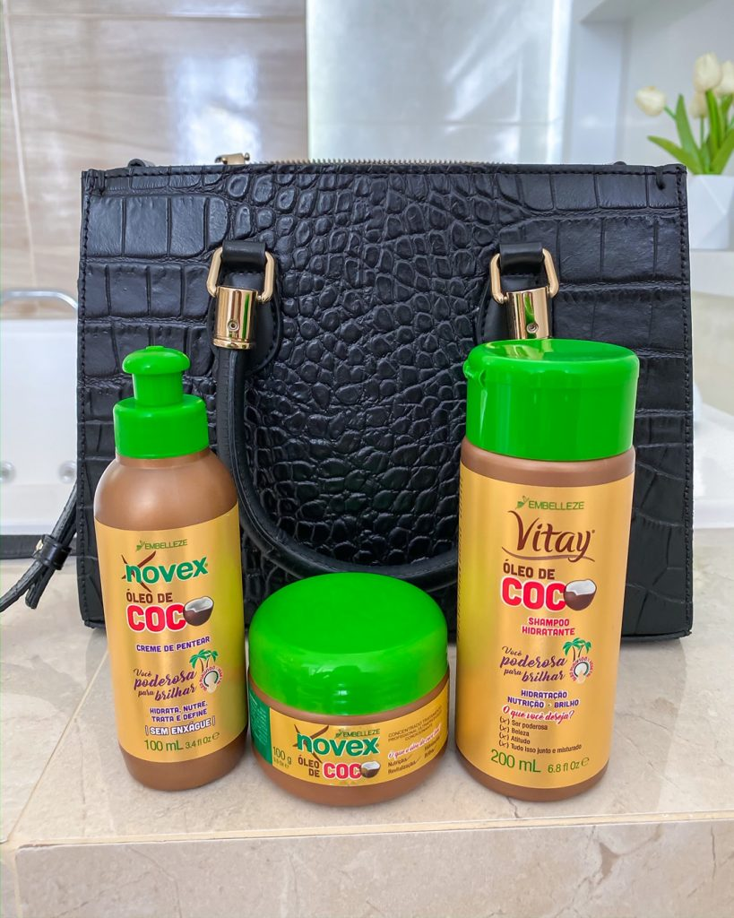 a família novex óleo de coco travel size cabe até na sua bolsa tira-colo.